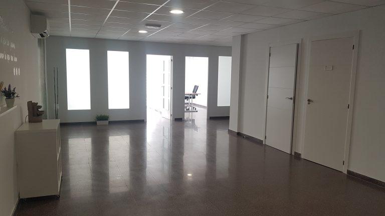 Oficina en el centro de Sax