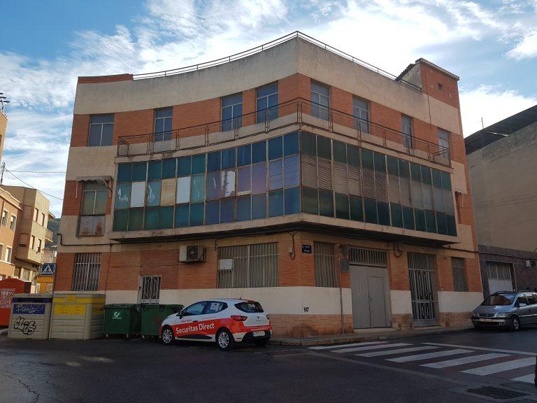 Nave en Villena en el casco urbano